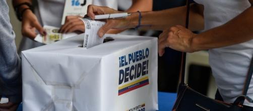Começa plebiscito simbólico contra Maduro na Venezuela