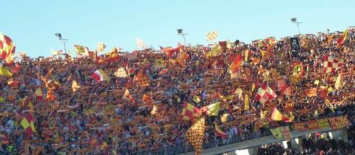 I tifosi del Lecce al 'Via del mare'.