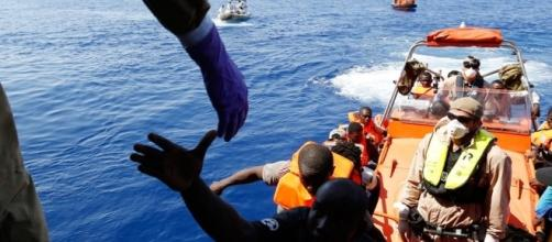 Immigrazione: la linea del Pd in equilibrio tra solidarietà e ... - italiaincammino.it