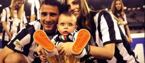 Leonardo Bonucci in campo con la famiglia