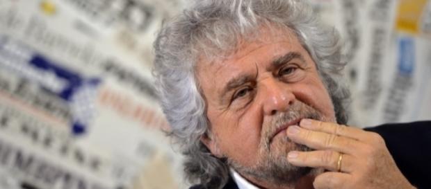 Beppe grillo prosegue la battaglia contro le fake news scritte dai giornalisti di Regime