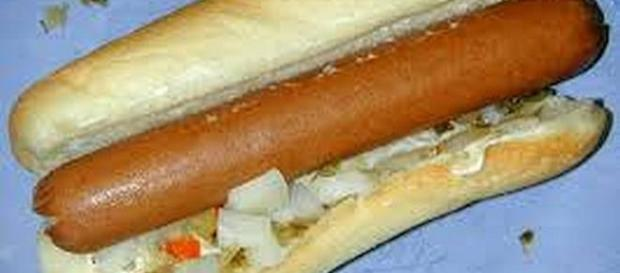 Over 7 million hot dogs recalled because of bone fragments [Image: commons.wikimedia.org]
