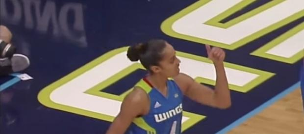 Skylar Diggins-Smith lead the Wings with 26 points in a double-overtime win over the Chicago Sky on Sunday. [Image via WNBA/YouTube]