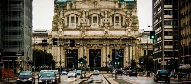 Stazione centrale di Milano. Accoltellato un poliziotto