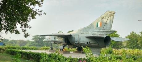 Indian Air Force de commissioned plane on show https://pixabay.com/en/old-jet-indian-air-force-2430782/
