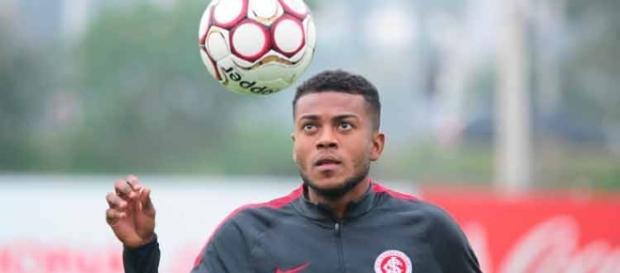 Cirino deve rumar para o futebol do exterior em agosto (Foto: Divulgação/Internacional)