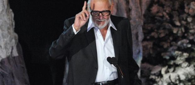 Fue director, actor, productor y escritor de entrañables películas de horror. Foto vía Sopitas.com