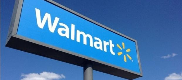 Photo Walmart sign via Wikimedia by MikeMozartJeepersMedia/CC BY-SA 3.0