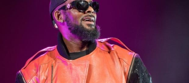 R Kelly denies holding several women in 'abusive cult' - BBC News - bbc.com