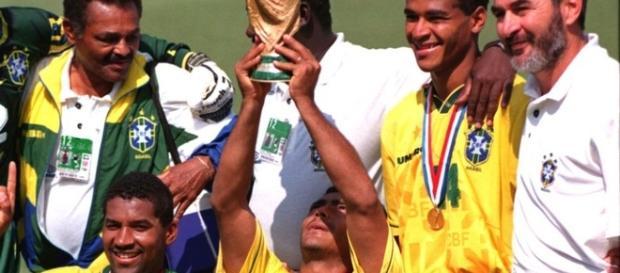 Tetracampeonato do Brasil faz aniversário hoje. Veja 23 fatos sobre ... d403ea42b1bf9