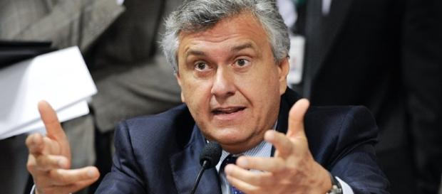 Senador Ronaldo Caiado (DEM) 'ameaça' planos de Rodrigo Maia