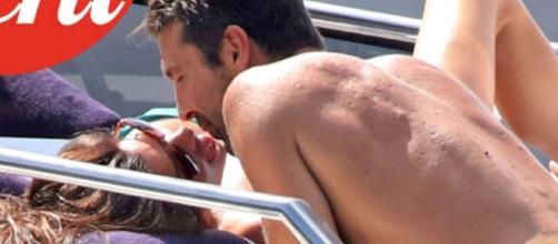 Baci bollenti in vacanza per Ilaria D'Amico e Gianluigi Buffon