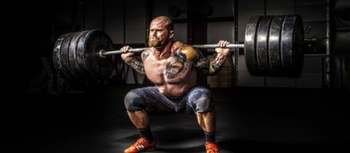 Many bodybuilders and athletes rely on performance-enhancing supplements for maximum muscle growth. (Image by Binyamin Mellish on Pexels).