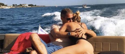 Momenti romantici in vacanza tra Alessia Marcuzzi e il marito Paolo