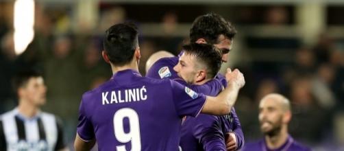 Nikola Kalinic abbraccia i suoi compagni