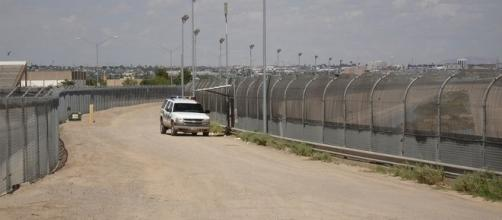 U.S. border fence near EL PASO (credit – Gingrey House page – wikimediacommons)