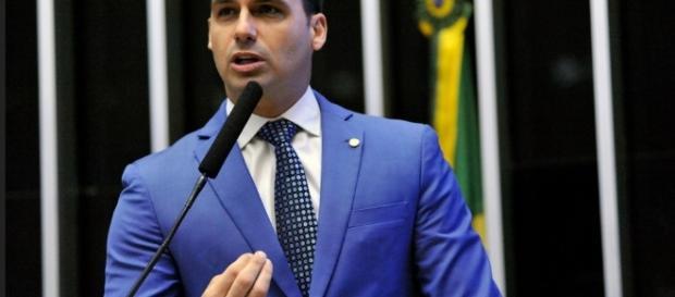 Eduardo Bolsonaro disse que só falará sobre o caso em agosto