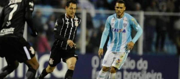 Líder Corinthians empata em zero com o Avaí na Ressacada (Foto: Reprodução)