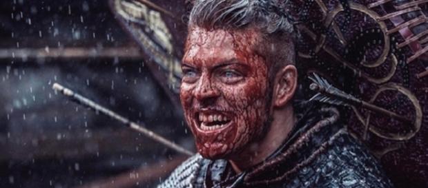 Na imagem Alex Høgh Andersen, como Ivar o Sem-Ossos na série 'Vikings'.