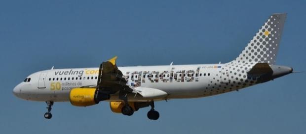 Photo Vueling aircraft via Wikimedia by Laurent ERRERA/CC BY-SA 2.0