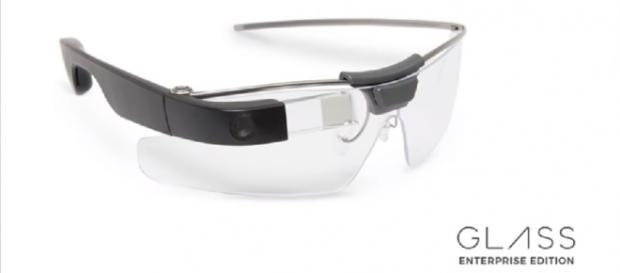 The Google Glass Enterprise Edition. [Image via YouTube/Engadget]
