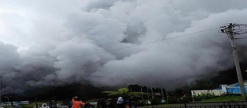17 turistas estavam no local no momento da erupção (BNPB_Indonésia)