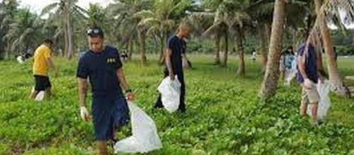 Men performing community service [Image: commons.wikimedia.org]