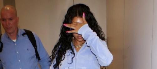 Rihanna fotografata fuori dall'aeroporto di Los Angeles (Credits H. Celebs Home)