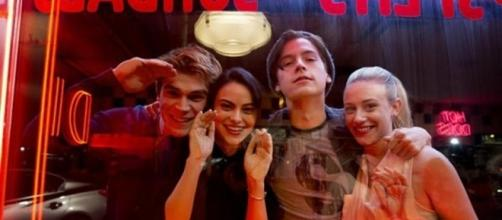 Riverdale: Fans have been making their own theories about season 2. [Image via The Sun/thesun.co.uk]