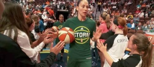 Sue Bird and the Storm snapped a three-game losing streak with a win at Dallas on Saturday. [Image via WNBA/YouTube]