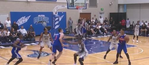 The Dallas Mavs and NY Knicks' summer squads met in the Orlando Summer League action on Saturday. [Image via NBA/YouTube]