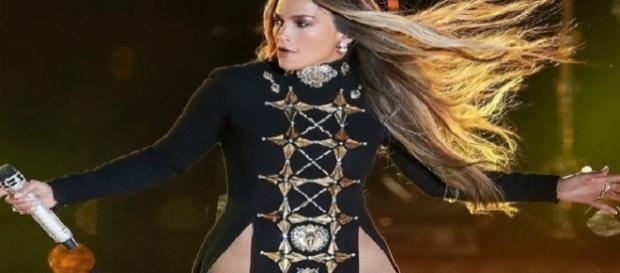 Jennifer Lopez faz show em Nova York sem calcinha
