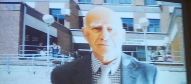 Vicente Bermejo a las puertas de la Facultad de Psicología de la Universidad Complutense