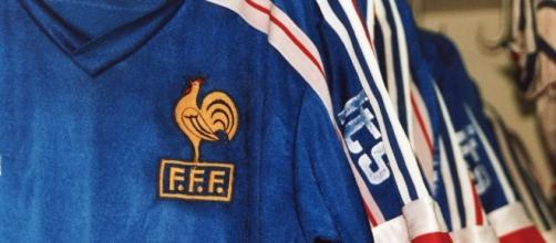France Football   https://commons.wikimedia.org/wiki/File:Equipe_de_France_-_Alliance_Fran%C3%A7aise_-_Singapour_1991.jpg
