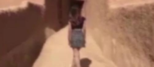 La modella in minigonna in Arabia Saudita.