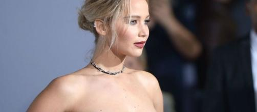 """Jennifer Lawrence admitted that she vomited during a production of Orwell's """"1984"""" (inquisitr.com)"""