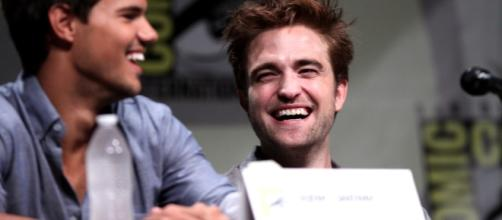 """Robert Pattinson revealed that producers asked him too look happier in the """"Twilight"""" set. Photo via Gage Skidmore, Flickr"""