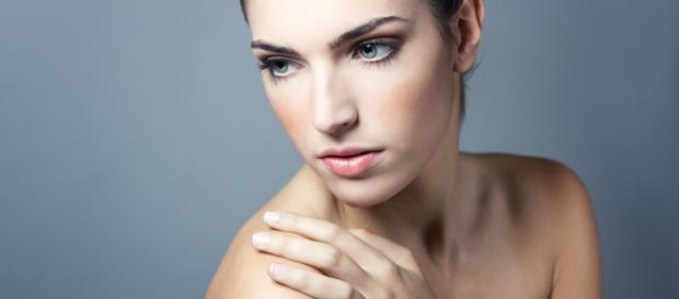 "<a href=""http://www.freepik.es/foto-gratis/salon-de-limpia-mirando-camara-hombros-femenina_1094607.htm"">Diseñado por Freepik</a>"