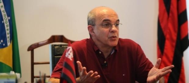 Eduardo Bandeira de Mello reagiu aos insultos da torcida