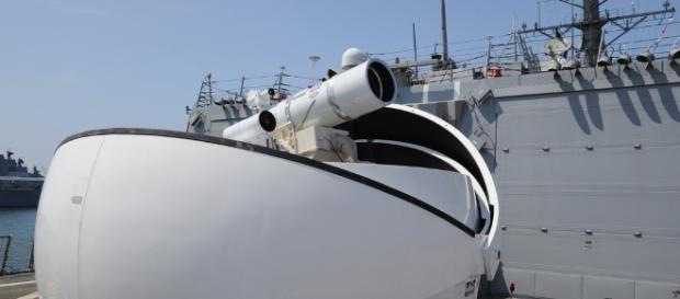 Sistemul de arme cu laser (LaWS), este acum operațional pe nava americană USS Ponce - Foto: flickr.com
