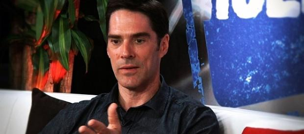 """Thomas Gibson as Aaron Hotchner in """"Criminal Minds"""" - Young Hollywood/YouTube Screenshot"""