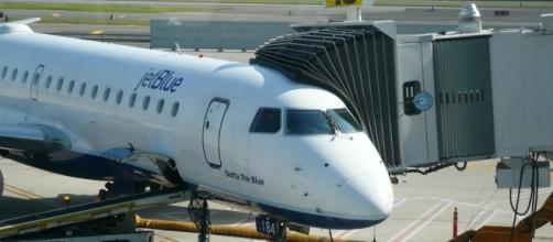 A Brooklyn family were deplaned from a JetBlue aircraft/Photo via Michael Gray, Flickr
