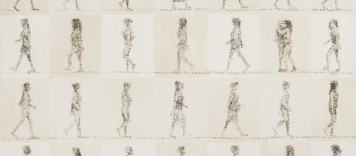 'Entrata e uscita', da 'L'uomo in cammino' di Christian Flores, in esposizione al Duomo di Massa