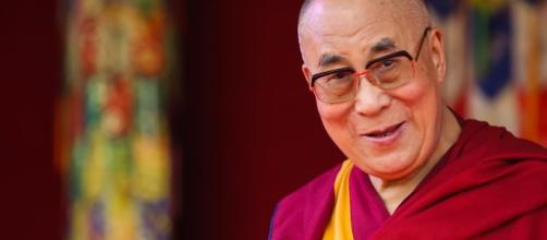 Il Dalai Lama, il leader spirituale della tradizione buddhista tibetana e Premio Nobel per la pace del 1989 (Fonte: tibetanreview.net)