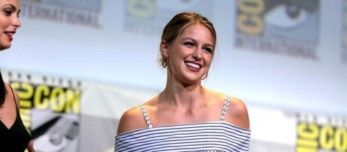 Melissa Benoist speaking at the 2016 SDCC [Image source: Youtube Screen grab]