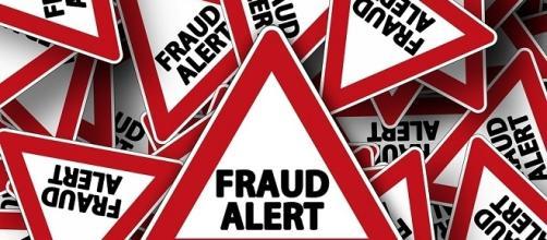 Scam alert poster credits:pixbay https://pixabay.com/en/road-sign-attention-note-scam-464641/