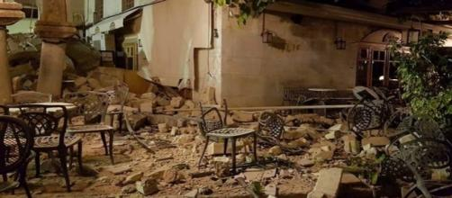 Un violent séisme en Grèce a fait deux morts et 120 blessés