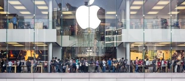 Apple store credits:pixbay https://pixabay.com/en/apple-store-hong-kong-shopping-1651877/