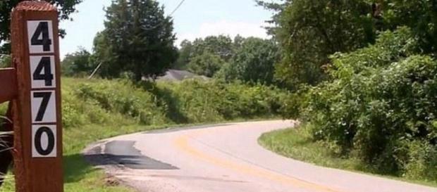 Garotos de dois e cinco anos dirigiram em Grandview Ridge Road por quase cinco quilômetros