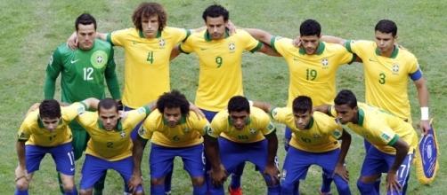 les footballeurs derrière les manifestants - europe1.fr